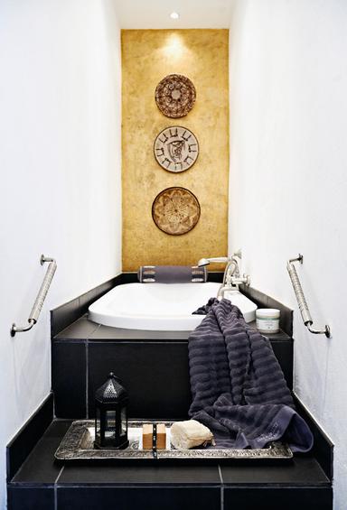 Фотография: Ванная в стиле Восточный, Декор интерьера, Квартира, Дома и квартиры, Камин – фото на InMyRoom.ru