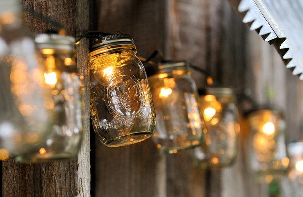 Фотография: Аксессуары в стиле Прованс и Кантри, Ландшафт, Мебель и свет, Дом и дача, как осветить дачный участок, как выбрать фонари для сада – фото на InMyRoom.ru