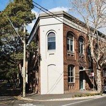 Фотография: Архитектура в стиле , Лофт, Квартира, Австралия, Цвет в интерьере, Дома и квартиры, Черный, Картины – фото на InMyRoom.ru