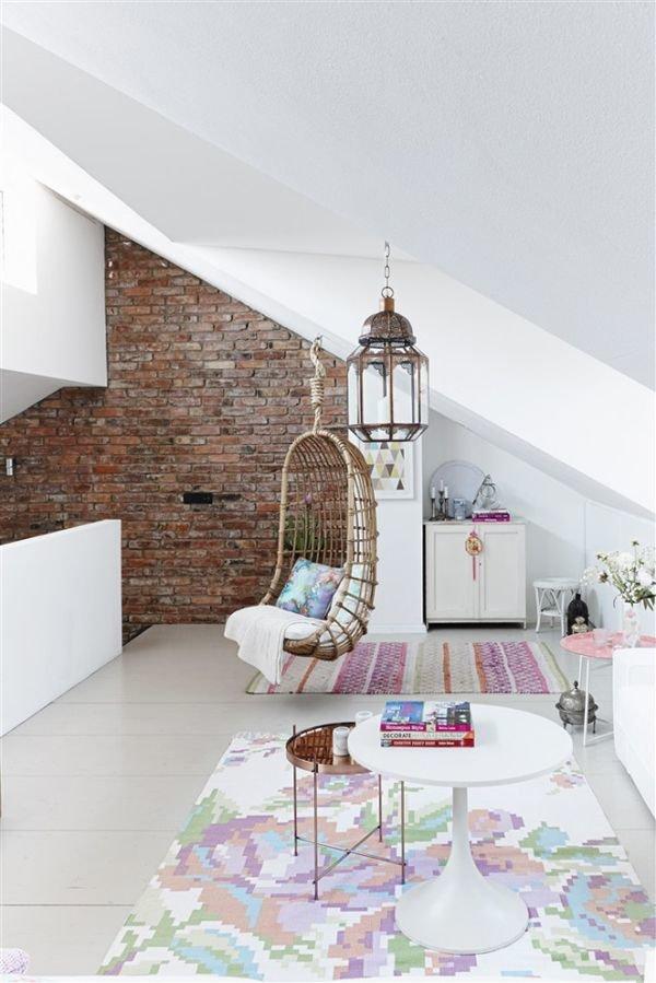 Фотография:  в стиле , Дом, Мебель и свет, Дача, Дом и дача, как обустроить мансарду, идеи для мансарды – фото на InMyRoom.ru