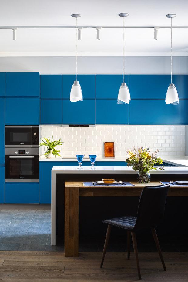 Фотография: Кухня и столовая в стиле Современный, Ванная, Детская, Спальня, Квартира, Проект недели, Голубой, 3 комнаты, ПРЕМИЯ INMYROOM – фото на INMYROOM