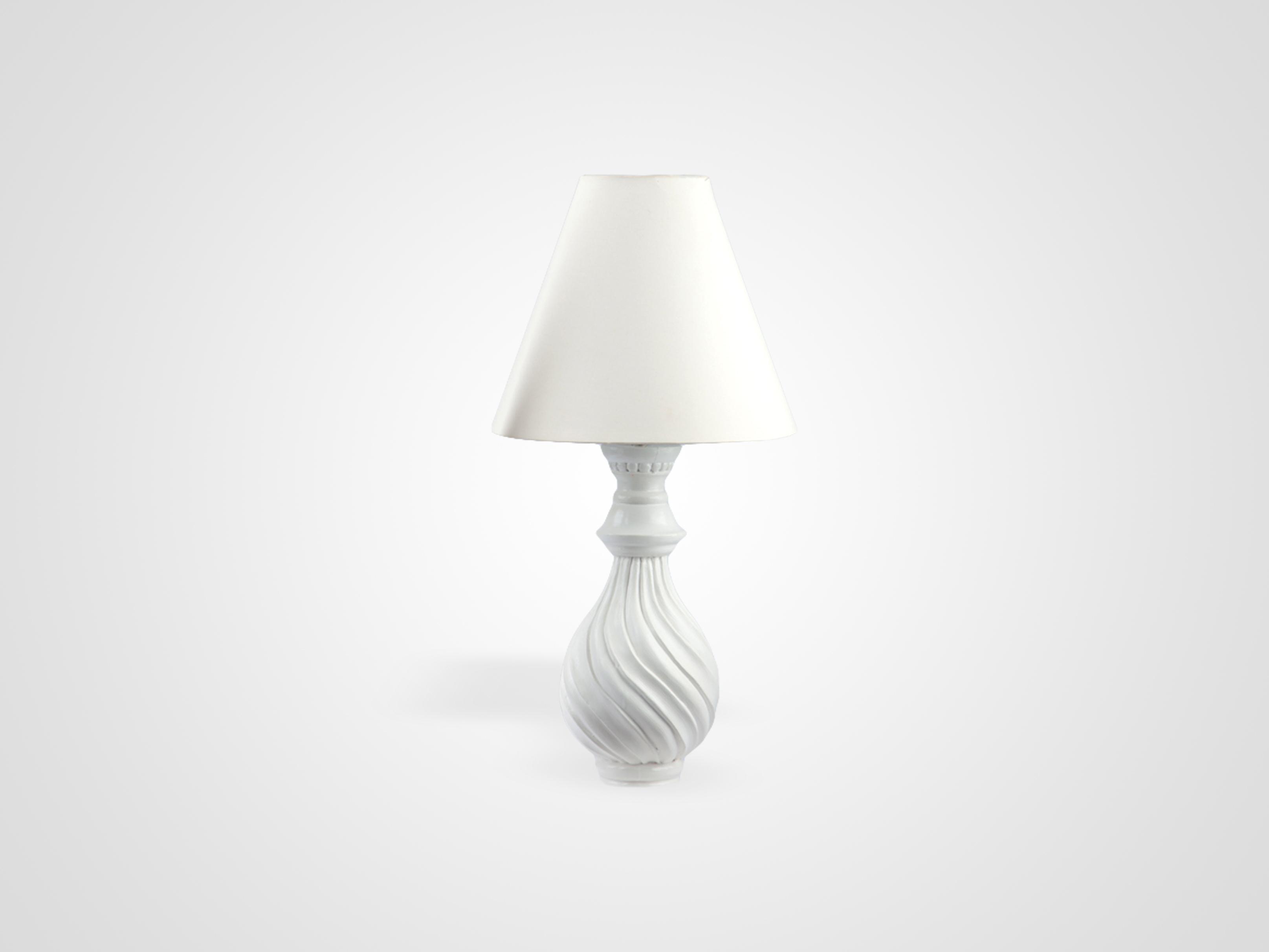Купить Лампа настольная на резной ножке из дерева махагони, inmyroom, Индонезия