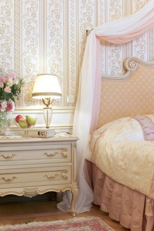 Фотография: Спальня в стиле Классический, Современный, Декор интерьера, МЭД, Мебель и свет, Краска – фото на InMyRoom.ru