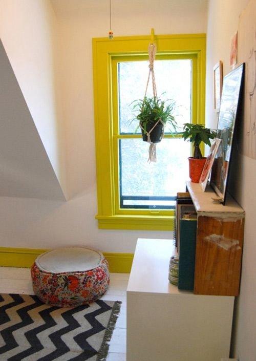 Фотография: Гостиная в стиле Хай-тек, Квартира, Советы, Ремонт на практике, как покрасить пластиковое окно, пластиковое окно, пластиковые окна, декор пластикового окна – фото на InMyRoom.ru