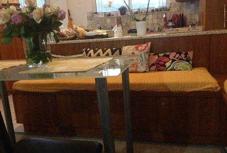 Помогите подобрать обивку для дивана в столовую.