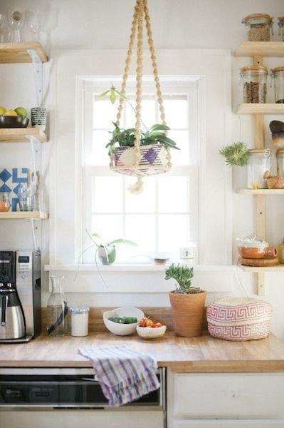 Фотография: Кухня и столовая в стиле Прованс и Кантри, Декор интерьера, Декор дома, Кухонный остров – фото на InMyRoom.ru
