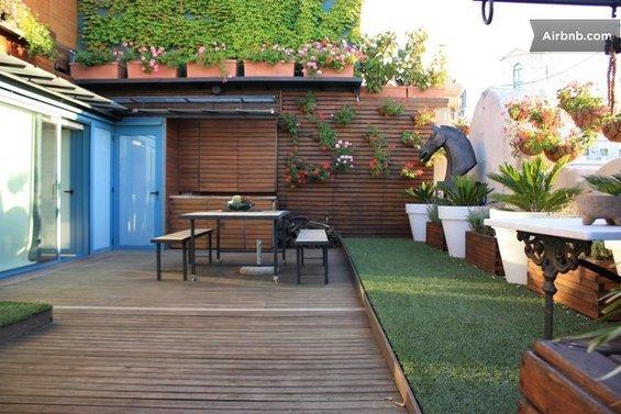 Фотография: Гостиная в стиле Современный, Квартира, Дома и квартиры, Барселона, Airbnb – фото на InMyRoom.ru