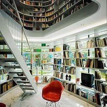 Фотография: Кабинет в стиле Лофт, Декор интерьера, Декор дома, Полки, Библиотека – фото на InMyRoom.ru