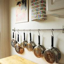 Фотография: Кухня и столовая в стиле Кантри, Малогабаритная квартира, Квартира, США, Дома и квартиры, Советы, Картина, Принт – фото на InMyRoom.ru