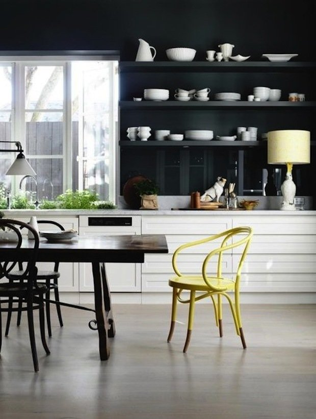 Фотография: Кухня и столовая в стиле Эклектика, Интерьер комнат, Цвет в интерьере, Белый – фото на InMyRoom.ru