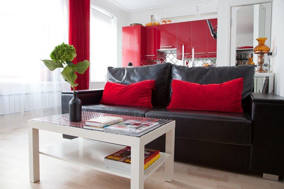 Фотография: Гостиная в стиле Восточный, Лофт, Малогабаритная квартира, Квартира, Цвет в интерьере, Дома и квартиры, Стены – фото на InMyRoom.ru