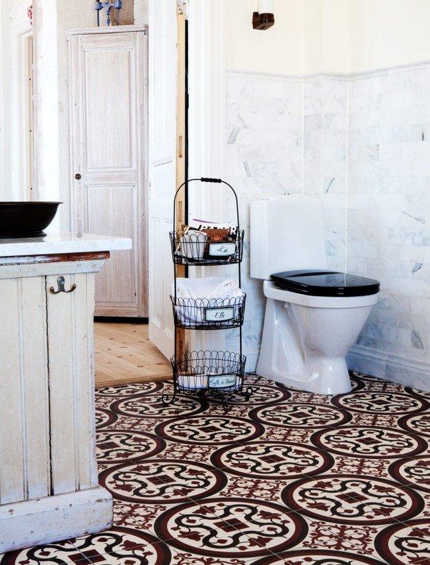 Фотография: Ванная в стиле Прованс и Кантри, Декор интерьера, Декор дома, Плитка, Ремонт на практике – фото на InMyRoom.ru