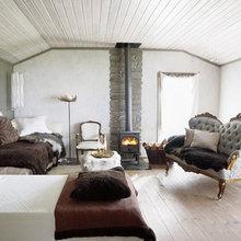Фотография: Спальня в стиле Кантри, Скандинавский, Дом, Дома и квартиры, Большие окна, Дом на природе – фото на InMyRoom.ru