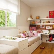 Фотография: Спальня в стиле Скандинавский, Современный, Квартира, Цвет в интерьере, Дома и квартиры, Пентхаус, Красный – фото на InMyRoom.ru