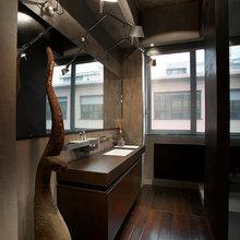 Фотография: Ванная в стиле Лофт, Квартира, Цвет в интерьере, Дома и квартиры, Черный, Красный – фото на InMyRoom.ru
