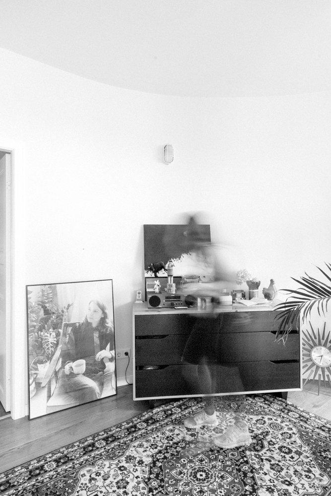 Фотография: Кухня и столовая в стиле Современный, Скандинавский, Эклектика, Декор интерьера, Квартира, Декор, Мебель и свет, Проект недели, советское ретро в интерьере, эклектика в интерьере, скандинавские мотивы в интерьере, студия в скандинавском стиле, как оформить студию – фото на InMyRoom.ru