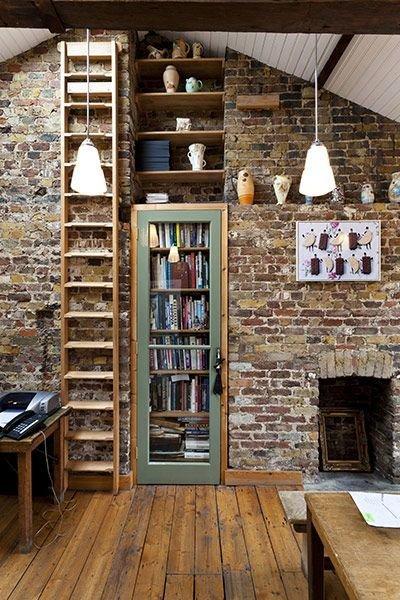 Фотография: Кабинет в стиле Прованс и Кантри, Декор интерьера, Декор, Домашняя библиотека, как разместить книги в интерьере, книги в интерьере – фото на InMyRoom.ru