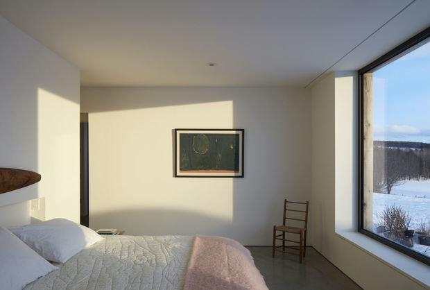 Фотография: Спальня в стиле Минимализм, Современный, Дом, Белый, Серый, Дом и дача, Более 90 метров – фото на INMYROOM