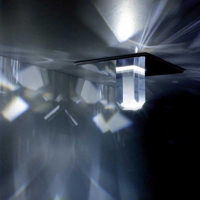 Встраиваемый светильник Swarovski Crystal Starled Deluxe создает на потолке светящиеся крестики