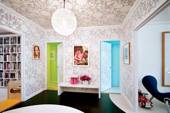 Фотография: Гостиная в стиле Современный, Обои, Переделка, Плитка, Краска, Стеновые панели – фото на InMyRoom.ru
