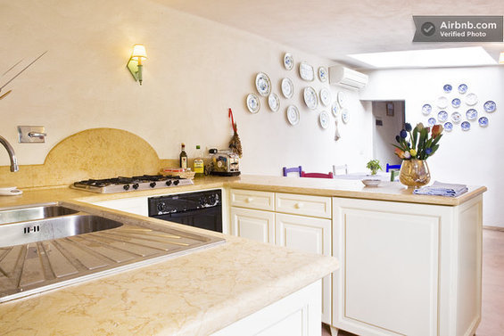 Фотография: Спальня в стиле Лофт, Стиль жизни, Советы, Париж, Airbnb – фото на InMyRoom.ru