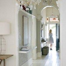 Фотография: Прихожая в стиле Кантри, Декор интерьера, Декор дома, Цвет в интерьере, Белый, Бассейн – фото на InMyRoom.ru