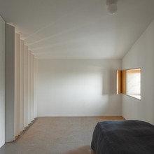 Фото из портфолио Реконструкция амбара в жилое пространство в Португалии – фотографии дизайна интерьеров на INMYROOM