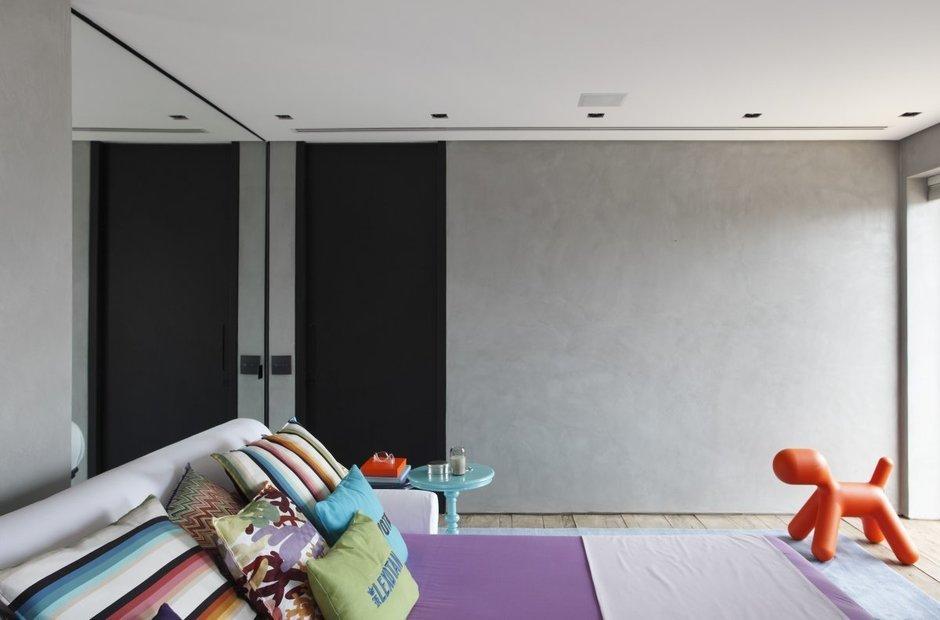 Фотография: Спальня в стиле Эклектика, Современный, Дом, Цвет в интерьере, Дома и квартиры, Серый, Бразилия, Пол, Сан-Паулу – фото на InMyRoom.ru