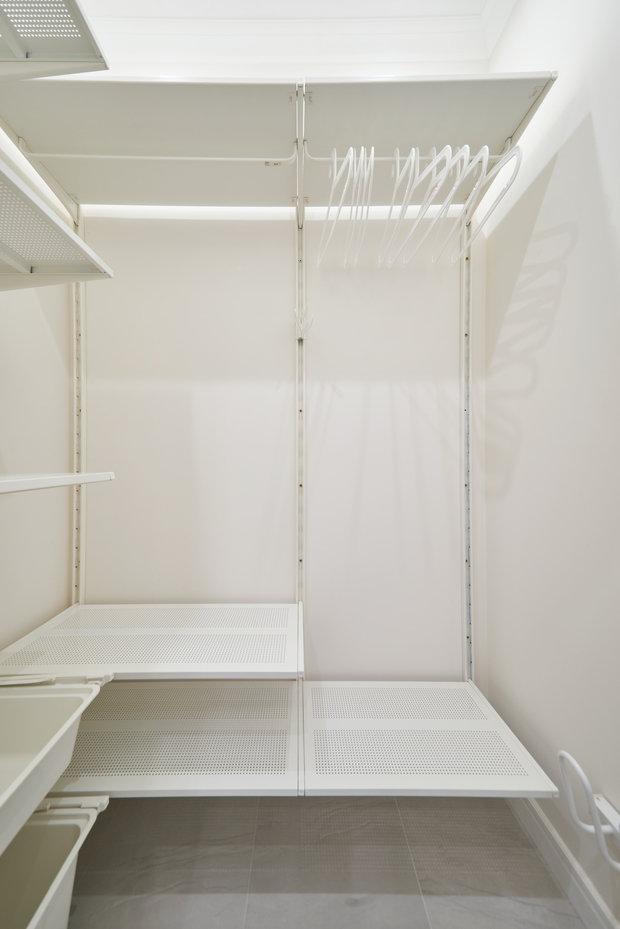 Фотография: Гардеробная в стиле Минимализм, Современный, Квартира, Проект недели, Марина Саркисян, Долгопрудный, 1 комната, 40-60 метров – фото на INMYROOM
