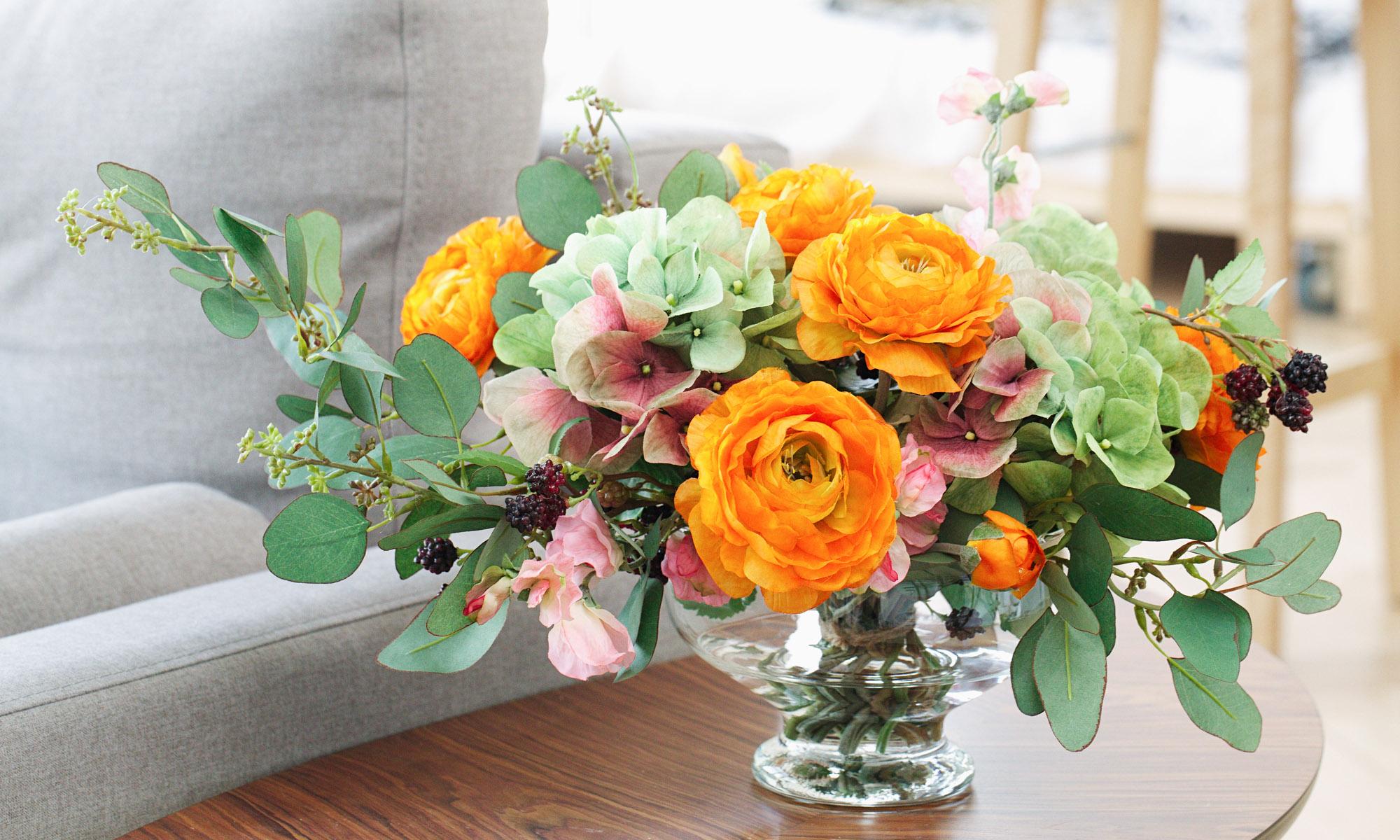 Купить Композиция из искусственных цветов - зелено-розовая гортензия, рыжие ранункулюсы, inmyroom, Россия