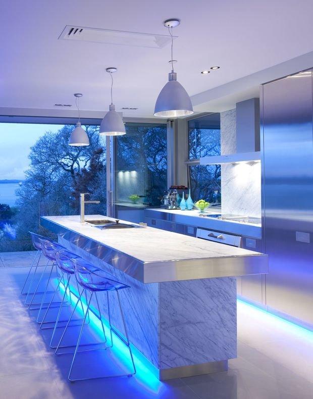 Фотография: Кухня и столовая в стиле Хай-тек, Интерьер комнат, Бытовая техника – фото на InMyRoom.ru