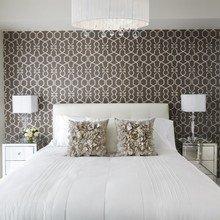 Фотография: Спальня в стиле Классический, Декор интерьера, Малогабаритная квартира, Советы – фото на InMyRoom.ru