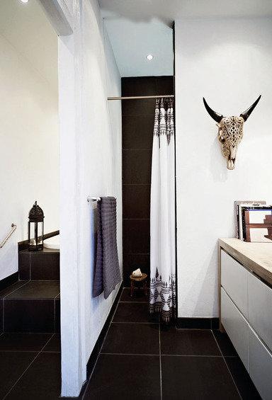 Фотография: Ванная в стиле Скандинавский, Эклектика, Декор интерьера, Квартира, Дома и квартиры, Камин – фото на InMyRoom.ru