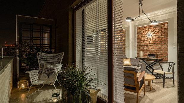 Фотография: Балкон в стиле Лофт, Малогабаритная квартира, Квартира, Польша, дизайн-хаки, идеи для малогабаритки, 2 комнаты, 40-60 метров, Гданьск – фото на INMYROOM