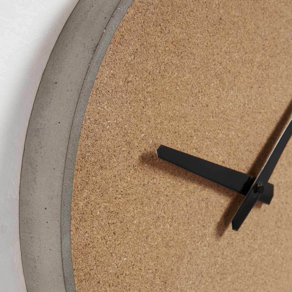 Часы настенные Stacks с циферблатом из пробки inmyroom
