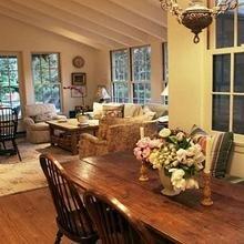Фотография: Кухня и столовая в стиле Кантри, Современный, Дома и квартиры, Интерьеры звезд – фото на InMyRoom.ru