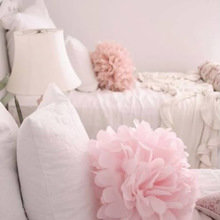 Фотография: Спальня в стиле Современный, Декор интерьера, Текстиль, Подушки, Шторы – фото на InMyRoom.ru