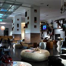 Фотография: Гостиная в стиле Эклектика, Цвет в интерьере, Дома и квартиры, Городские места, Отель, Камин, Стены – фото на InMyRoom.ru