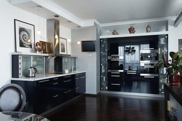 Фотография:  в стиле , Кухня и столовая, Квартира, Планировки, Ремонт на практике, Дизайн-студия Ольги Кондратовой, перенос кухни в коридор, объединение коридора и гостиной, согласование переноса кухни – фото на InMyRoom.ru