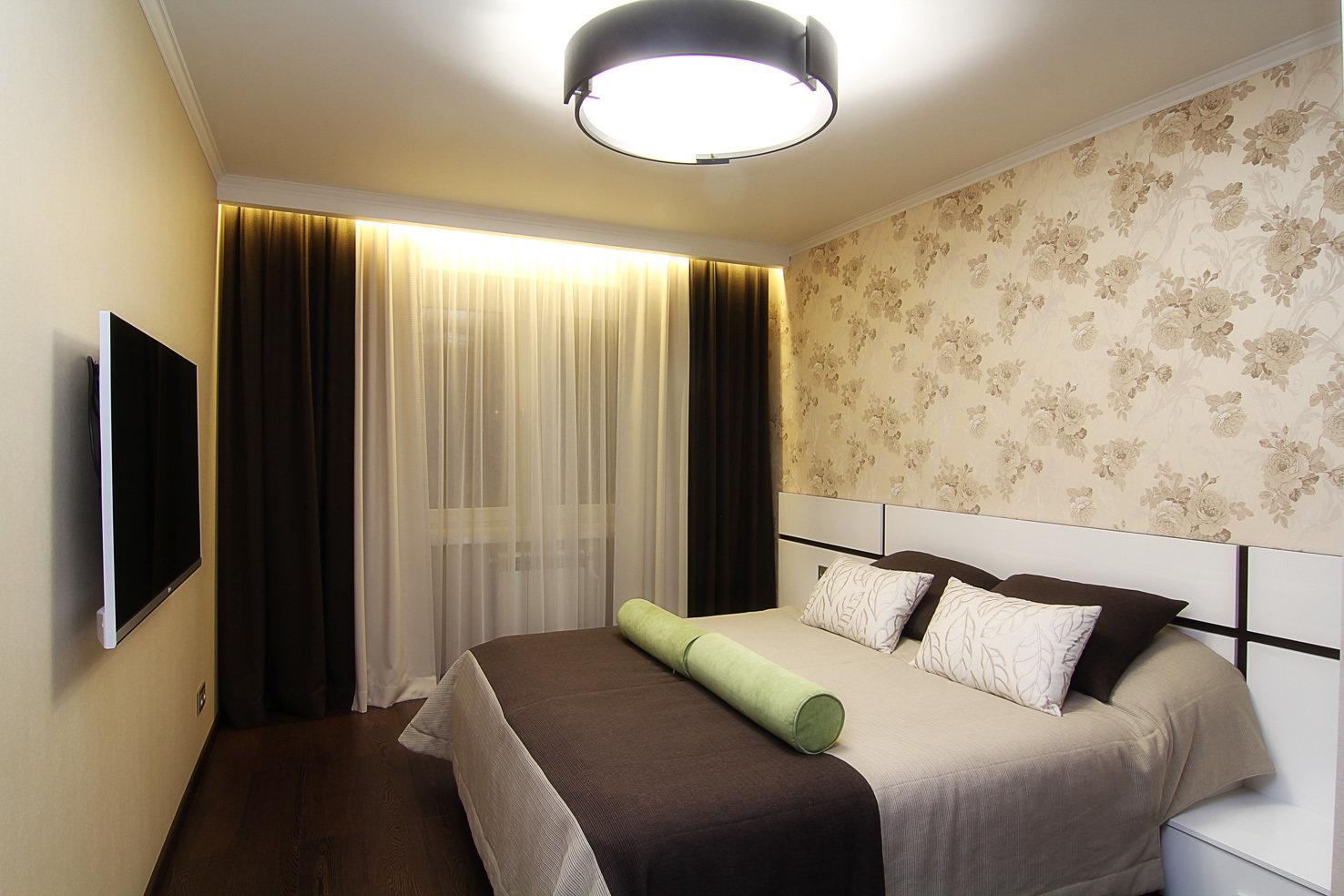 Материалы отделки в сочетании с освещением в спальне