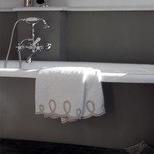 Фотография: Ванная в стиле Классический, Современный, Текстиль, Индустрия, События, Плед – фото на InMyRoom.ru