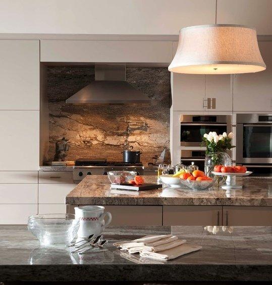 Фотография: Кухня и столовая в стиле Современный, Декор интерьера, Дом, Декор дома, Плитка, Мозаика, Кухонный фартук – фото на InMyRoom.ru
