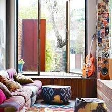 Фотография: Декор в стиле Кантри, Гостиная, Восточный, Эклектика, Декор интерьера, Красный, Желтый, Синий, Розовый, Фуксия – фото на InMyRoom.ru