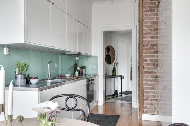 Фотография: Кухня и столовая в стиле Скандинавский, Декор интерьера, Квартира, Швеция, Гетеборг, 2 комнаты – фото на InMyRoom.ru