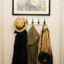 Фотография: Прихожая в стиле Кантри, Малогабаритная квартира, Квартира, США, Дома и квартиры, Советы, Картина, Принт – фото на InMyRoom.ru