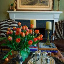 Фотография: Гостиная в стиле Классический, Современный, Декор интерьера, Праздник, Цветы, Стол – фото на InMyRoom.ru