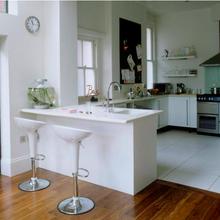 Фотография: Кухня и столовая в стиле Современный, Хай-тек, Интерьер комнат, Цвет в интерьере, Белый – фото на InMyRoom.ru