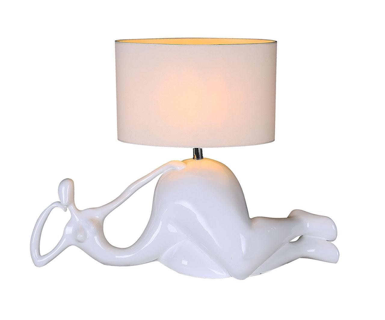Купить со скидкой Настольная лампа мадам белого цвета