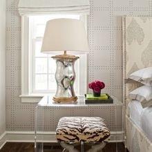 Фотография: Спальня в стиле Эклектика, Декор интерьера, Мебель и свет, Стол – фото на InMyRoom.ru