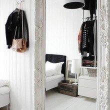 Фотография: Спальня в стиле Скандинавский, Декор интерьера, Дом, Декор дома, Зеркало – фото на InMyRoom.ru